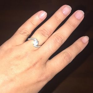 Jewelry - Sterling silver diamond ring